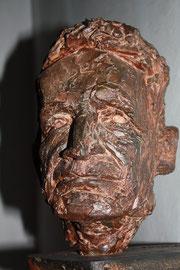 Plastik von P. Rupert Mayer in der Kirche St. Michael. Eisenguss, geschaffen 1993 vom Mainzer Bildhauer Karlheinz Oswald