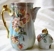 Pot à chocolat en porcelaine de LIMOGES