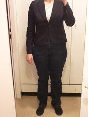 Mein übliches Büro-Outfit: Jeans, Shirt, Turschuhe und Blazer