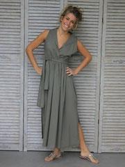 Sommerkleid mit Schlitzen