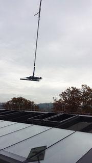 Dachverglasung mit Baukran