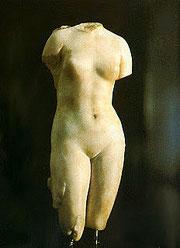 Venus von Badalona (röm. Baetulo) - kleine römische Marmorfigur im Museum Badalona (ca. 50 v. Chr.)