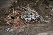 27 feb.2010 Zona deposito di inerti recenti, frammisti a plastiche e rifiuti vari.