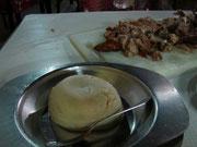 ナイロビのニャマチョマ(ヤギ肉)レストラン