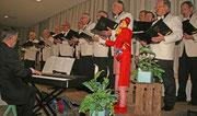 Sangen für die Lebenshilfe Heinsberg: Die Rather Dorfspatzen e.V. unter der Leitung von Helmuth Misgaiski (Piano)