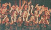 Ganz in Schwarz traten die Musiker des Gospelchores Rejoising im vergangenen Jahr in der Erkelenzer Stadthalle auf. foto: kn