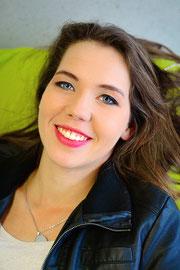 Nadine Knauer, zertifizierte Theaterpädagogin BuT - tiergestützte Theaterpädagogik, Medienpädagogik, Tanzpädagogik, Kummunikation
