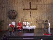 Pfarrer Bruno Pölker und Pfarrer Hans Overkämping zelebrieren die hl. Messe