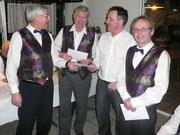 Der Präsident gratuliert den drei neuen Sängern: Heinz Fawer, Roman Berli und Markus Burherr