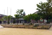 諫早小学校校舎正面玄関