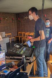 Lukas an der Tontechnik