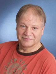 Geboren 1948, arbeitet in Hamburg als Diplom-Psychologe und Psychologischer Psychotherapeut in eigener Praxis.