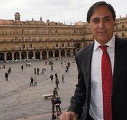 Carlos García Carbayo, en el balcón de  su despacho en el Ayuntamiento