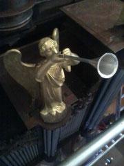 Ange musicien à trompette