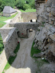 Burg Aggstein, zweiter und erster Verteidigungsabschnitt