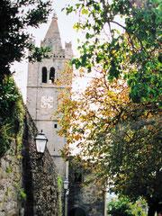 Glockenturm und Stadtmauer, Hum