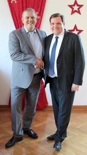 v.l. Jens Lüdert (Einrichtungsleiter Kastanienhof); Oberbürgermeister Frank Meyer