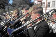 Eine Aufnahme aus den Gründerjahren: Der junge Chor nimmt mit vielen anderen Bläsern am Landesposaunenfest teil. Im Vordergrund: Hans-Heinrich Scheufler, auch heute noch mit der Posaune aktiv