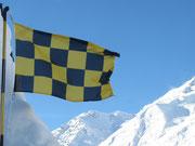 Drapeau à damier jaune et noir - risque marqué d'avalanche © C-PRIM