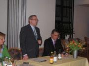 Regionalverbandsvorsitzender Jürgen Guse bei seinem engagierten Vortrag bei der Bad Dürrheimer CDU. Rechts CDU-Stadtverbandsvorsitzender Joachim Limberger