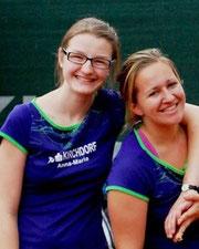 Hatten gut lachen: Anna-Maria Schnabl und Meli Tretter fuhren mit der Damenmannschaft beim 5:2 gegen ETV Enns 2 den ersten Saisonsieg ein