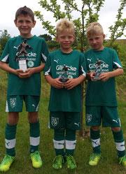 Drei Pokale für die Bambinis: Kristijan Jovanovic, Max Erfurth (Torschützenkönig) und Noah Radler (bester Spieler des Turnier)