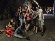 """die Jugendgang (Markus Schultz, dritter von links) im Film """"Durch die Nacht"""", Photo nach dem Dreh"""