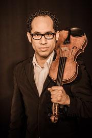 Portrait Juan mit Violine