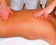 Paravertebrale Ausstreichung und Streckung der Wirbelsäule