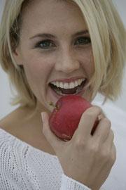 Zahnimplantate sorgen für feste Zähne.