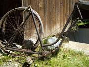 Fragmente eines Fahrrads der Marke 'Forelle' von 1914