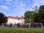 LandFrauen vor dem Schloss Lübbenau