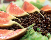 Marinated figs on lentils and lettuce