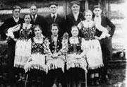 chór cerkiewny, drugi z lewej stoi Jan Żerelik. Zdjęcie w 1943 lub 1944 r. wykonał ks. Stefan Biłyj