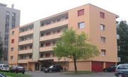 Fassadenfarbe bei hinterlüfteter Faserzementplatten-Fassade.