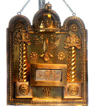 Tora-Schild aus dem Jahr 1909, gestiftet von Josef und Benno Baruch, Ausstellung Hechinger Synagoge, Foto: Manuel Werner
