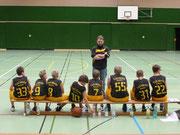 Erste Anweisungen vor dem ersten Heimspiel durch Trainer Lutz Nordhaus