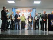TCA-Seniorenmannschaft AK 50 bei der Sportlerehrung 2013 mit Landrat Franz Meyer (r.)
