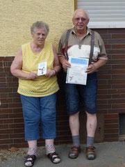 Ehepaar Michel mit Plakette und Urkunde
