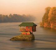 Drina river, casa sul lago