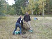 Der langjährige Betreuer der Trockenrasen Chr. Buhr gemeinsam mit einer Helferin vom Alpenverein