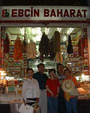 エジプシャンマーケット内エルダルさんが働くお店