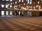 ブルーモスクと祈る人たち