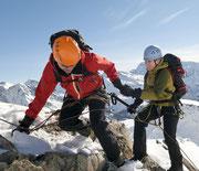 Bergsteiger als Weg-Begleiter der sicheren Halt gibt und Mut macht