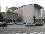 Die Kapelle ist links neben der Kirche Sacro Cuore