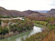 den Rio Grande entlang Richtung Lajitas