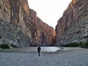 mit ein paar Schritten über den Terlingua Creek