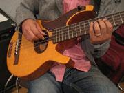 先生の5弦ベース
