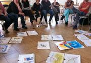 講義だけでなく、円を囲んで座るディスカッション形式の授業も多くあります。