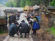 Erste Hürde für den Bräutigam